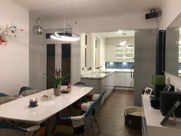 Double bedroom available for professional