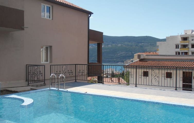 House with a pool and a sea view - Herceg Novi - Villa
