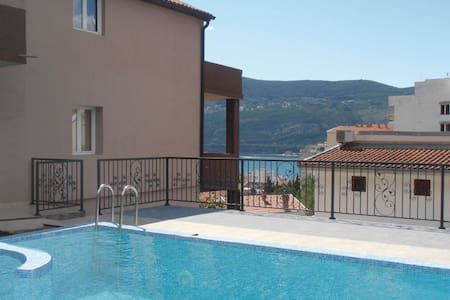 House with a pool and a sea view - Herceg Novi