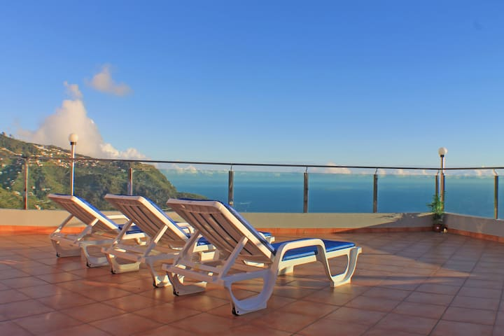 Cozy and Bright House with Amazing Ocean View - Ribeira Brava - Hus