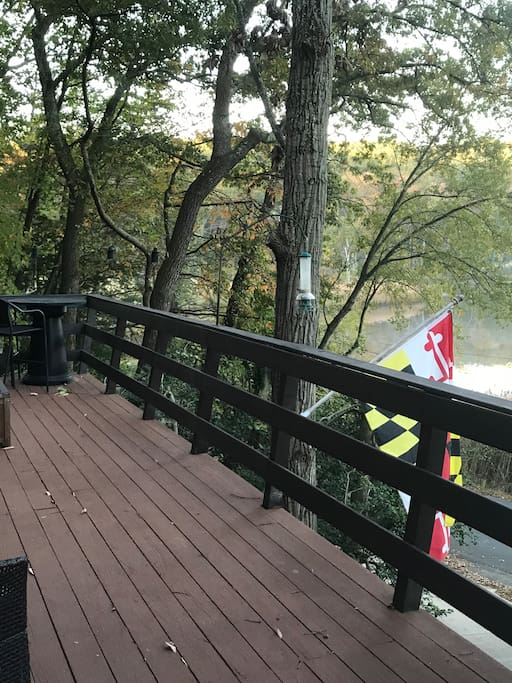 Deck with propane Firetable for 2. Amazing place to watch all the wildlife.