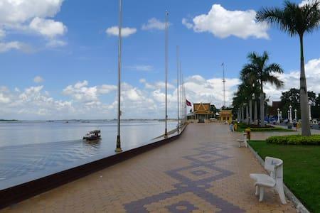 Beautiful Riverfront Apartment - Phnom Penh - Pis