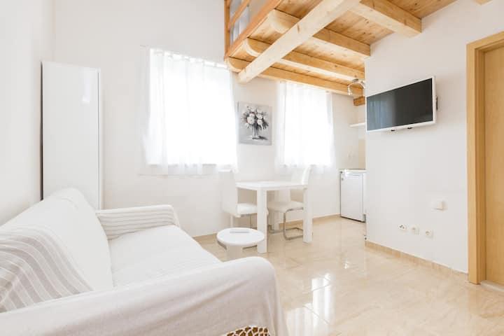 Charming split level 2bed apartment