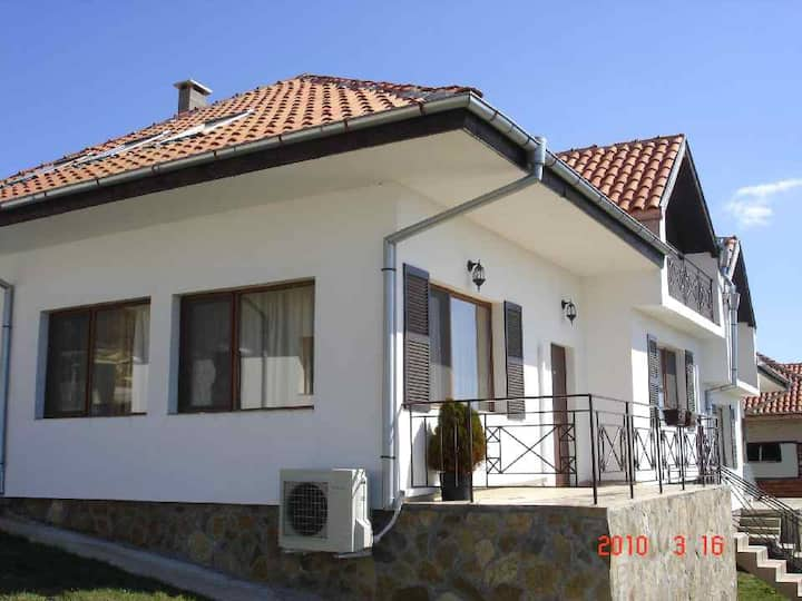 Villa in Magnolia Village with Sea view-6€ p/p