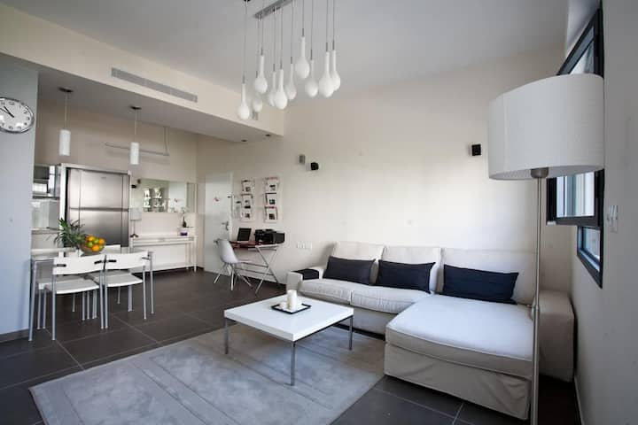 Winter funn Chic & Stylish Apt in heart of TLV//