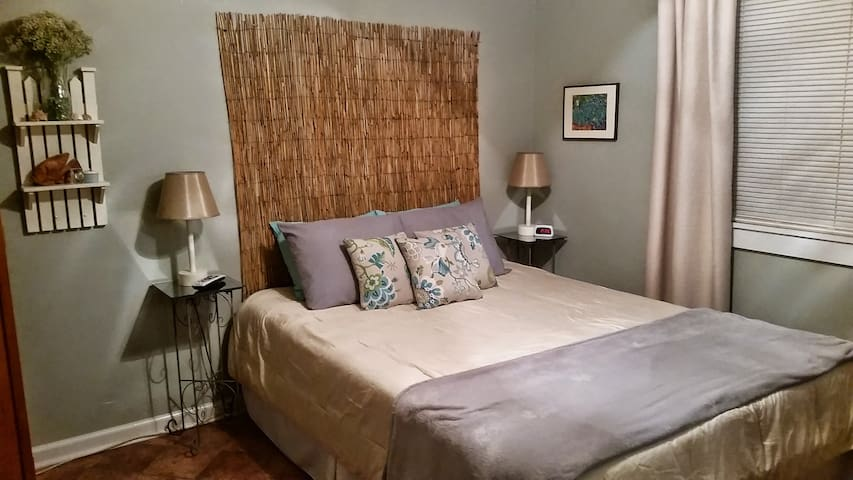 PRIVATE ROOM CONVENIENT LOCATION!! - Mount Pleasant