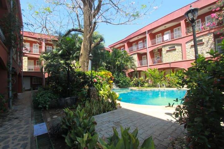 Gorgeous 3 bdr, walk to the beach!! - Tamarindo - Casa