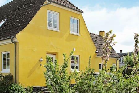 Maison de vacances lumineuse à Bandholm avec jardin