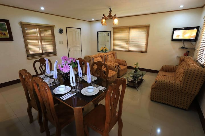 Tagaytay VACATION House (RECOMMENDED for 30pax)