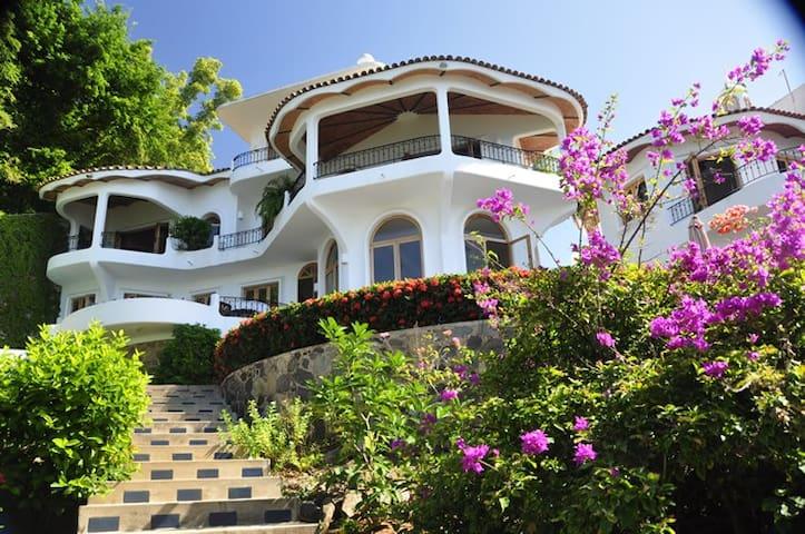 Oceanfront Villa with Stunning View - La Peñita de Jaltemba - Villa