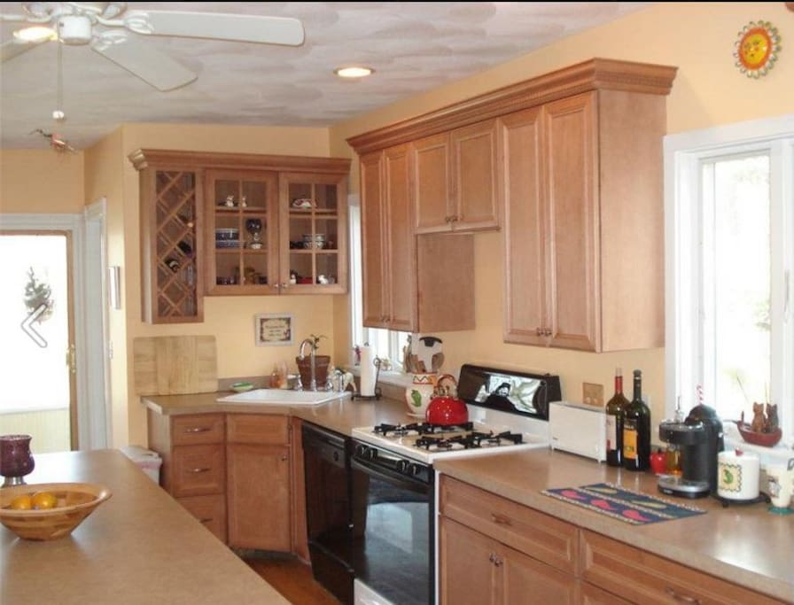 Spacious kitchen with island seating for your Continental Breakfast!