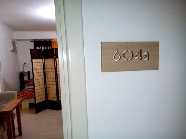 Cozy Studio WiFi CableTV @ SoMa BGC