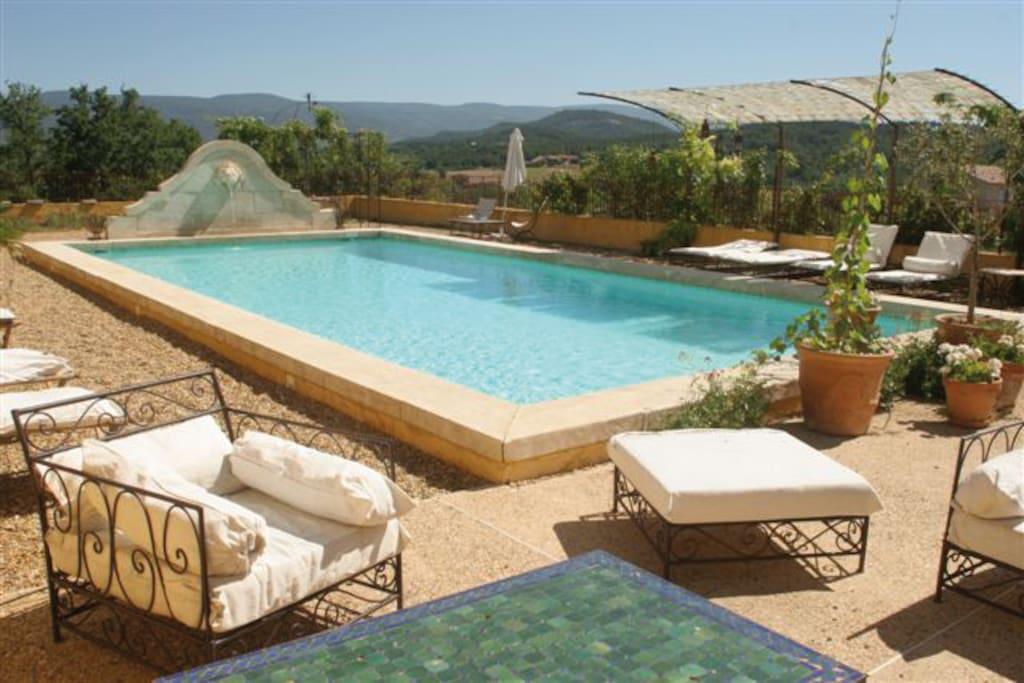 Piscine de rêve pour des vacances de charme dans le Luberon