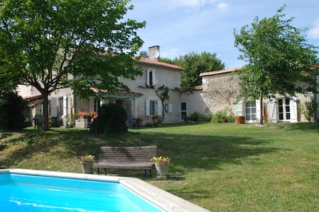 Farmhouse, with privacy in Dordogne - Lusignac