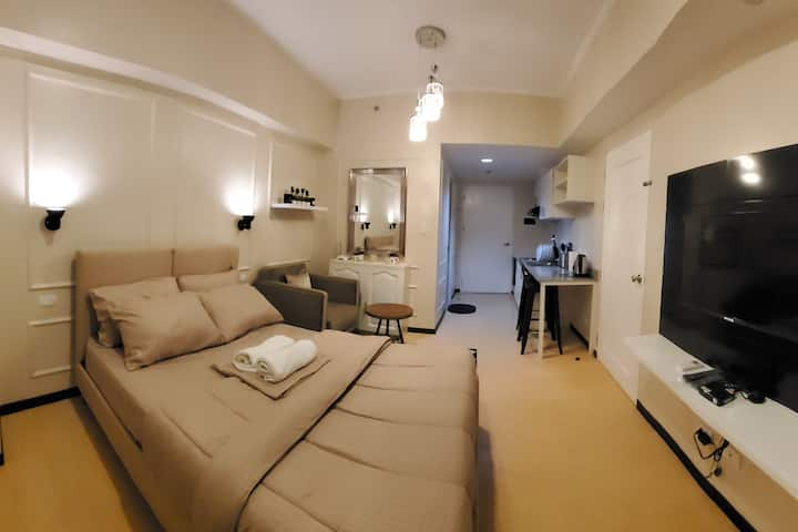 Brand New Apartment across SM City Shopping Mall!