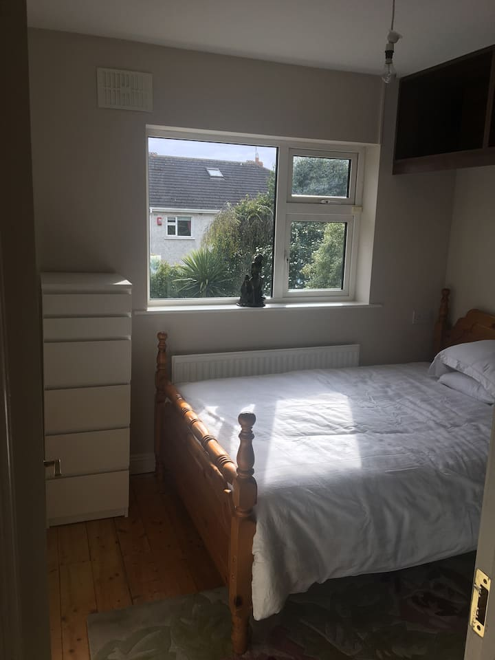 Sunny bedroom in a quiet location near shops