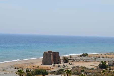 Apartamento con piscina a pie de playa en Macenas