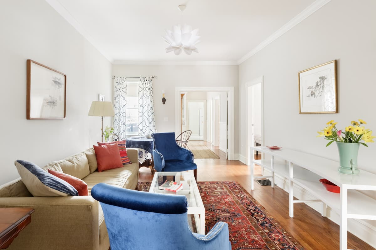 Large Historic Apartment with Back Garden