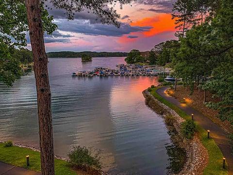 Keowee Key Luxury Condo - Stunning Views!