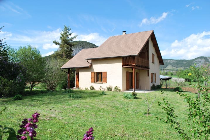 Maison neuve tout confort, Selonnet - Selonnet - House