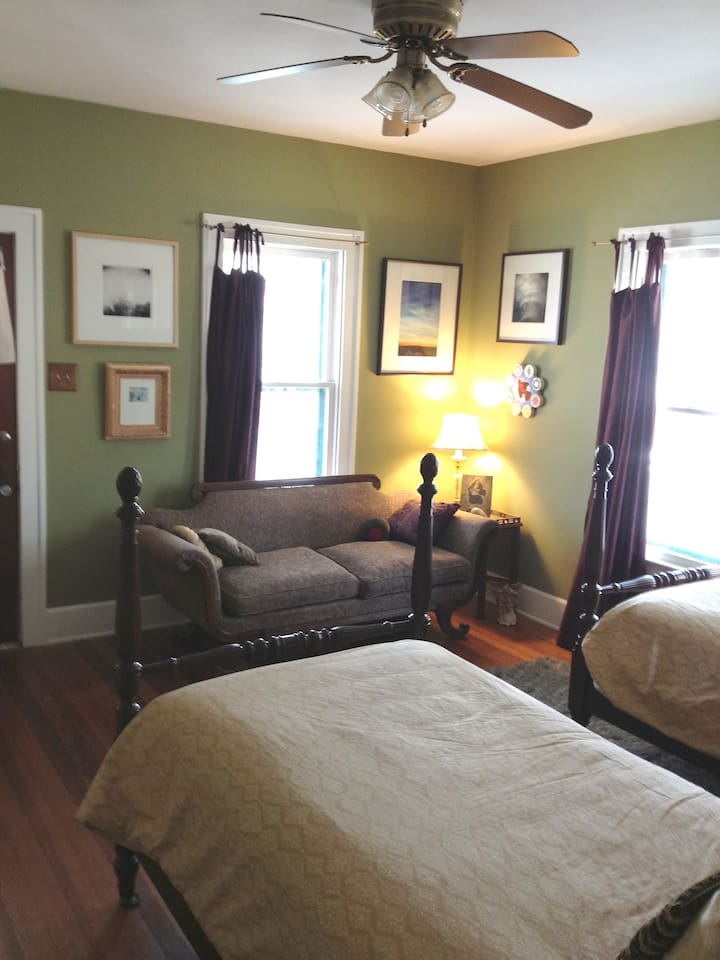 your room with private entrance, 2 twin beds