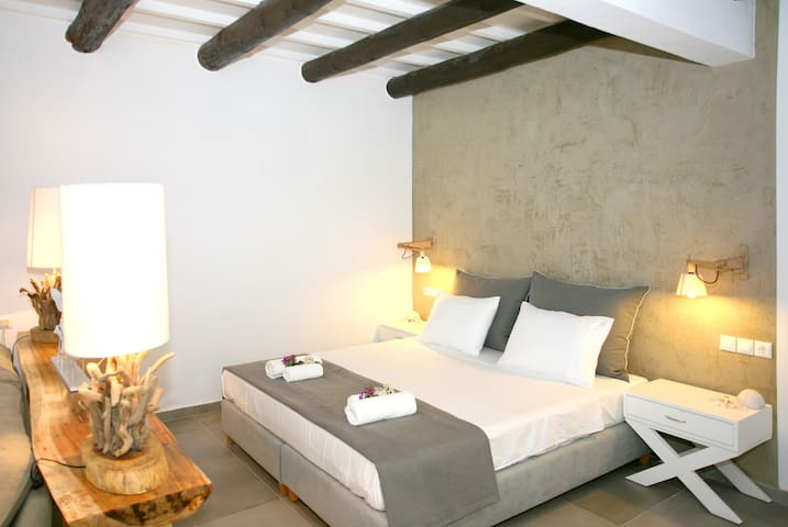 Deluxe Suite with private yard and Hot Tub - Chania - Huis