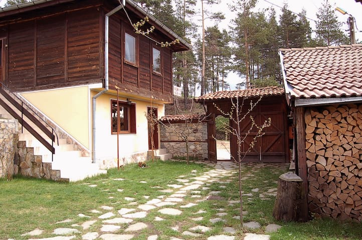 Charming 3BD house with garden  - Koprivshtitsa - Huis