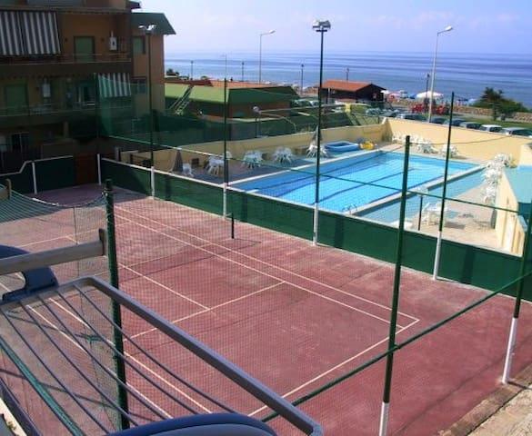 Beach front Apartment with pool! - Ladispoli - Apartmen