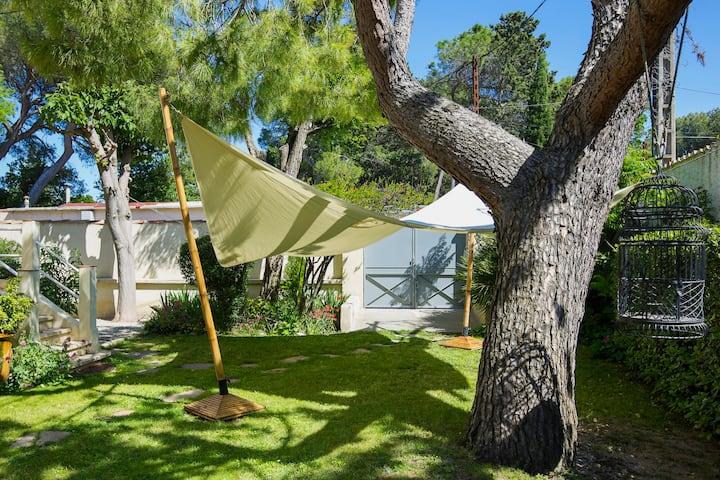Chambre privée avec salle de bain ,jardin, parking
