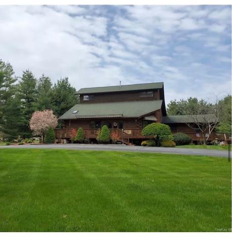 Spectacular Log Home Estate Lower Level Apt