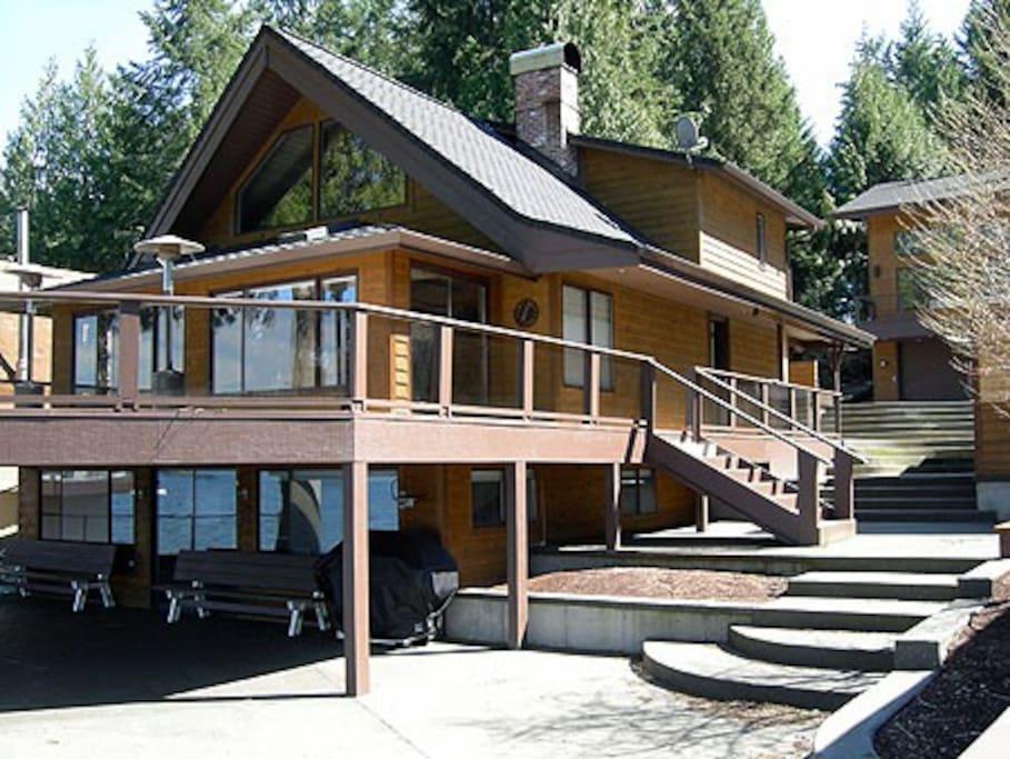 Main House, 5 bedrooms, 3 baths