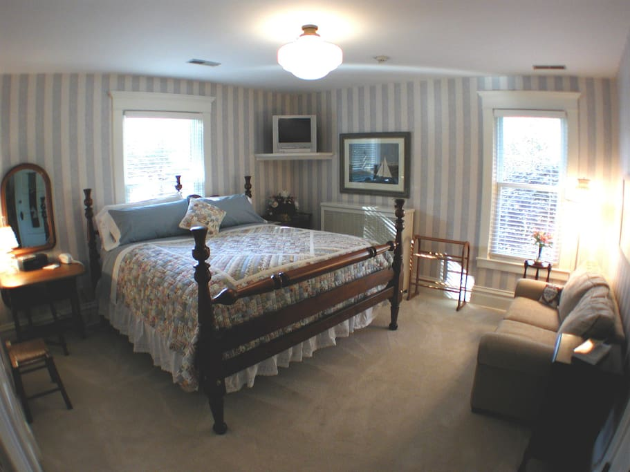 Nantucket Room - king bed, private bath w/ whirlpool tub and separate shower.
