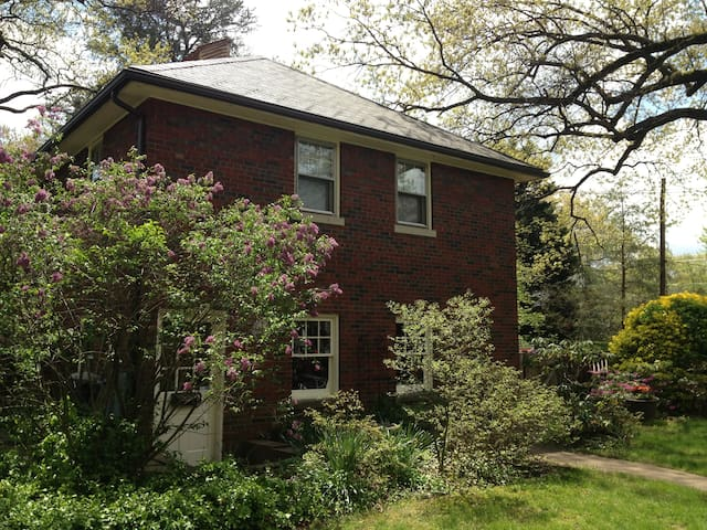 Charming 1 BR Apt in Carriage House - University Park - Apartmen