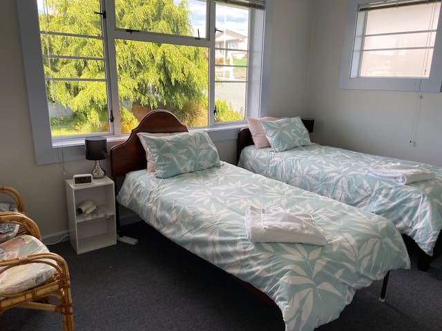 Sunny room (E) only 800 m. to  Timaru town center