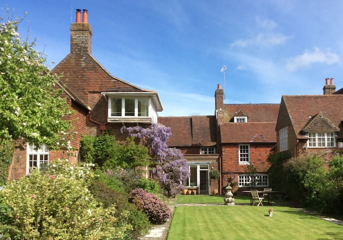 Lovely flat in historical building - Ditchling