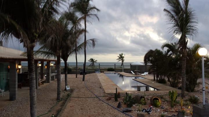 Casa na beira do mar com piscina de 25m no Cumbuco