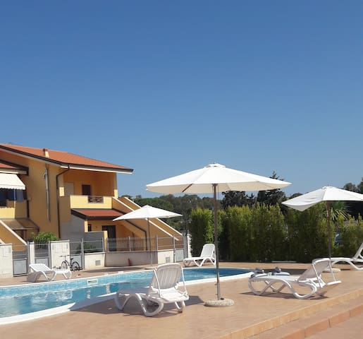 new townhouse for 4-6 pax. Sw.POOL. BEACH. Air/con - Pizzo - Apartment