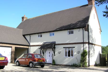 South-facing room, quiet village - Lytchett Matravers - 住宿加早餐