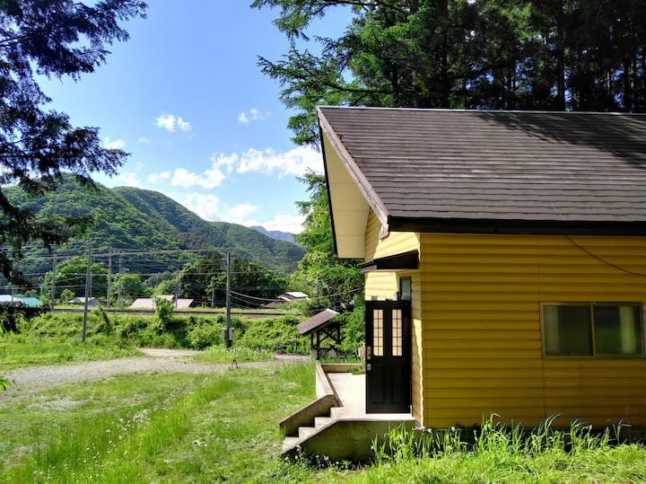 Enjoy the private pets cottage near the station!