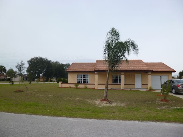 Quiet, relaxing  2bd/2ba SE Ocala - Ocala - House