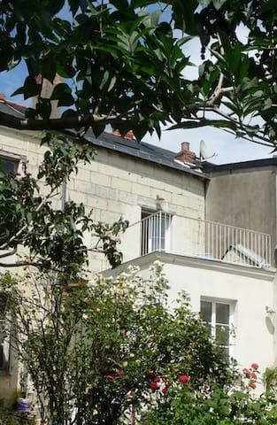 Maison de ville, calme avec jardin - Saumur - บ้าน