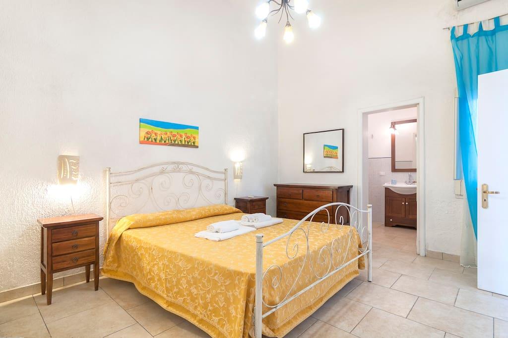 Camera matrimoniale ed accesso al bagno