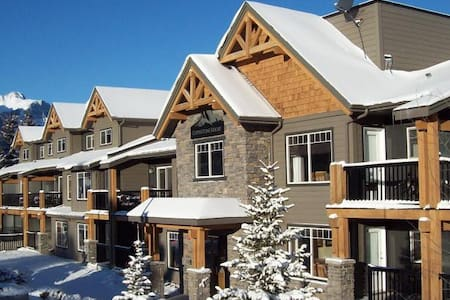 Rocky Mountain Getaway Near Canmore