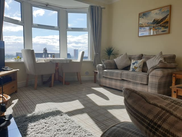Lovely Private Living Room + Double Room, West End