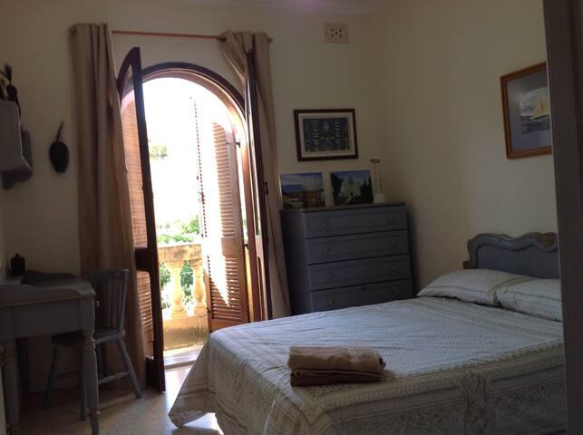 Smart and Airy Double Bedroom in Saint Julian's