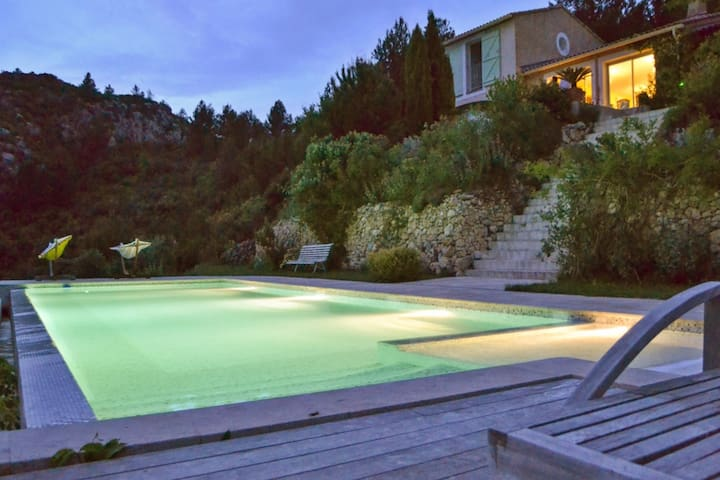 Amazing house with swimming-pool