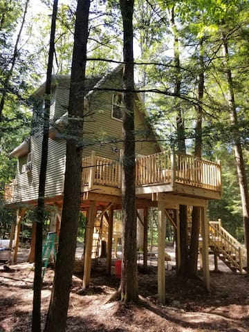 Your Nest in the Woods Treehouse