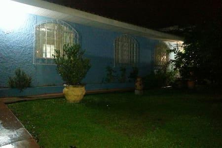 Quarto em Casa de Família - Curitiba