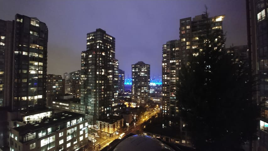 Downtown Vancouver (Yaletown) Bedroom and balcony.