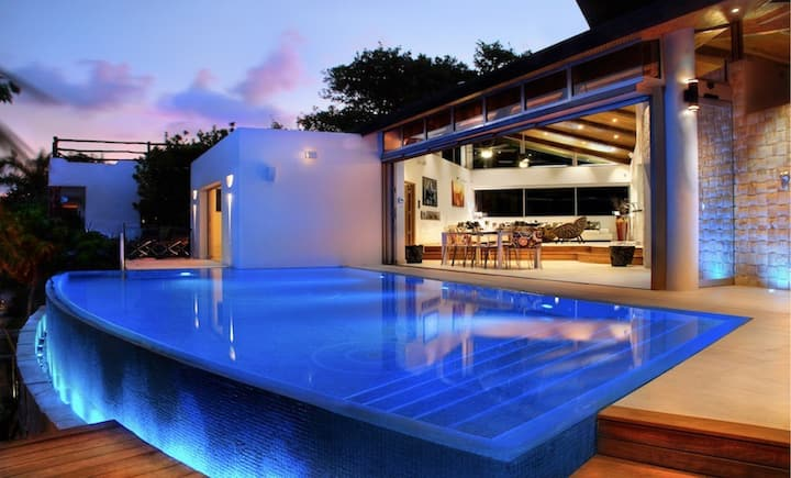 Kite House - Uber modern villa walk to town/beach